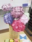 鮮やかな折り紙のアジサイ