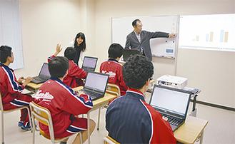 授業を受ける生徒たち