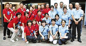 赤のポロシャツが港北区、青が鶴見区少年補導員の目印