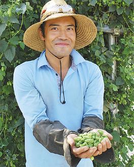 「ホップを栽培して2年目、ようやくこの大きさに」と古川原さん