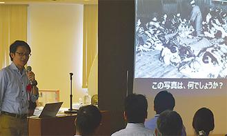 講演を行う加藤氏(左)
