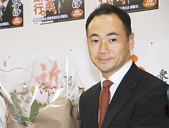 4期目の当選を果たした鈴木馨祐氏