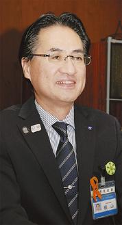 インタビューに答える横山区長