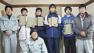 畳の歴史や性質を学んだ生徒ら