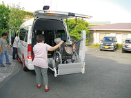 2職種で職員を募集送迎ドライバー、介助員募集