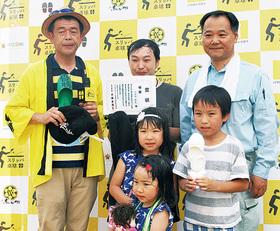 優勝した大久保さん(上段中央)