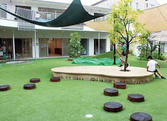 園内の中庭