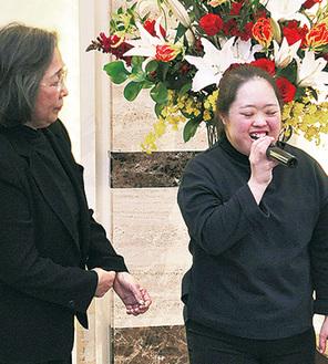 金澤泰子さん(左)と翔子さん