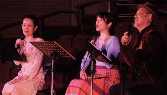 美しい歌声を披露する(左から)岩本さん、有永さん、寺田さん