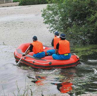 ボートによる救助訓練
