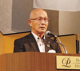 記念式典で活動を振り返る伊藤会長(総会で退任)