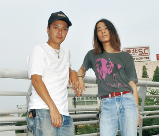 TAIKING(左)とKCEE