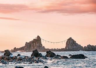 真鶴町の景勝地「三ツ石海岸」