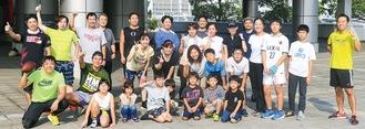 今井さん(前列左から2人目)と参加メンバーたち