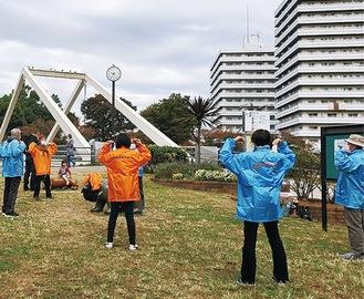 11月のラジオ体操への参加者=協議会提供