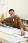和裁士の卓越技能者に選ばれた鈴木さん