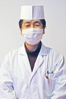 柔和な物腰で語る、日本料理調理師の榎本さん