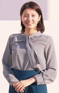 明るい笑顔を見せる小林優希さん