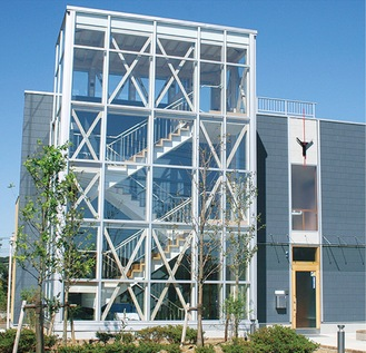 木造建築のモダンな校舎