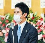 あいさつする橋本会長