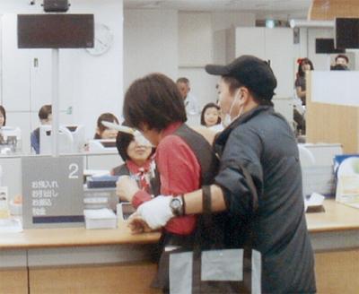 みずほ銀行で強盗訓練