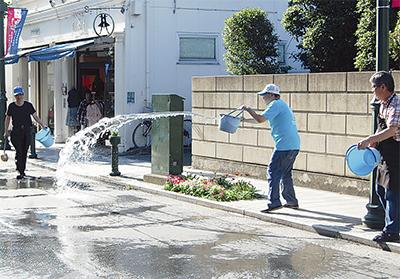区内全商店街で打ち水