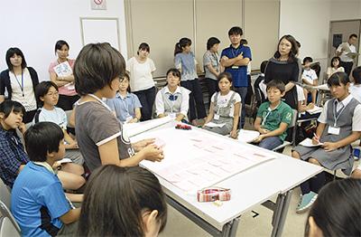 4区の児童生徒 議論交わす