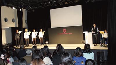 授業の成果を舞台で発表
