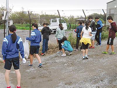 小学生と清掃活動
