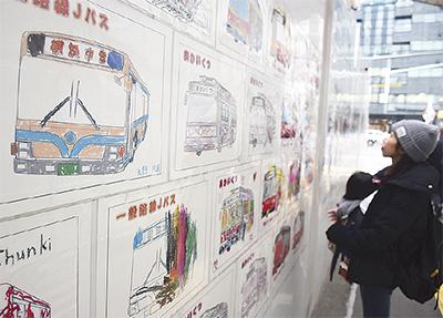 バス電車の「ぬりえ」展示