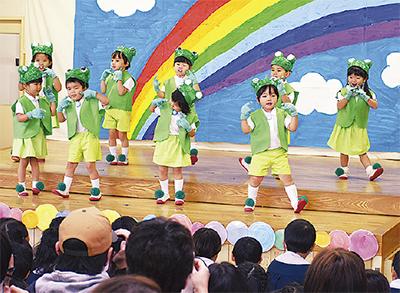 園児が歌やダンス披露