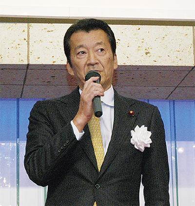 あいさつする酒井誠氏