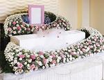 注目を集める「花で送る家族葬」のプラン