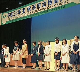 表彰を受けた教員、職員たち