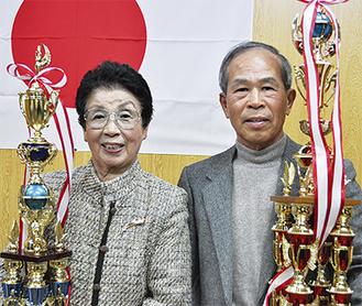 農林水産大臣賞の福田ハナさん(左)と環境大臣賞の福岡定義さん(右)