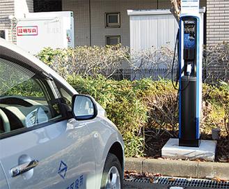区役所駐車場に設置された充電スタンド