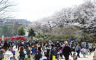 イベントを楽しもうと両日で2万5千人が足を運んだ