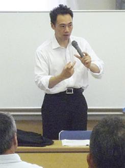 参加者の質問に答える鈴木氏