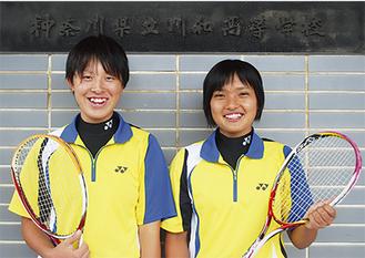 笑顔の山口(写真左)・佐藤(写真右)ペア