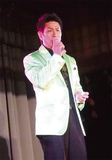 野村将希さんによる歌謡ショーも