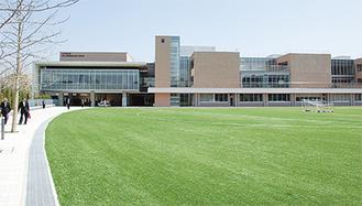 完成したばかりの新校舎