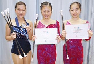 左から安部仁美さん、安部文香さん、若林穂花さん