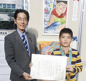 表彰後の青木君と敷田委員長