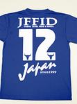 「12」が大きくプリントされたTシャツ