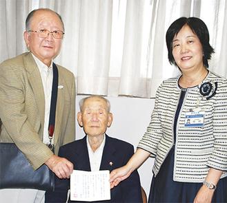 左から志村会長、大久保さん、中村区長