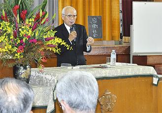 自身が掲げる「皆働社会」をテーマに講演する大山さん
