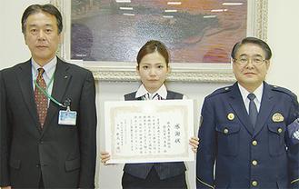 感謝状を受け取った河原さん(写真中央)