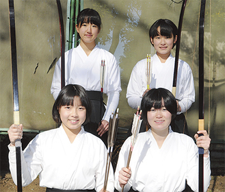 右上から時計回りに小美野さん、石井さん、植木さん、山下さん