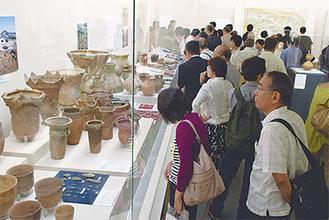 原始から明治までの多彩な文化財を展示(17日開会式後)