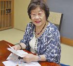 柳沢さんから送られた手紙を手に「生き延びてくれてよかった」と思いを語る加藤さん。